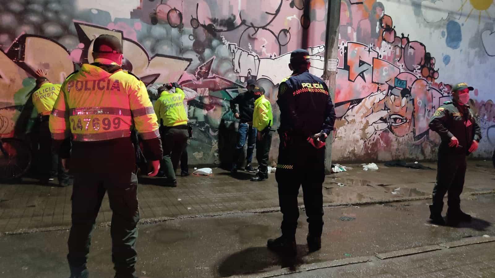 Planes de registro a personas y solicitud antecedentes, son implementados en toda la ciudad capital, con el fin de sacar de circulación elementos que pongan en riesgo la vida.  Foto: Policía Bogotá