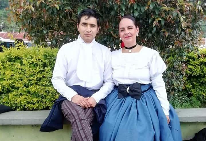 Su obsesión por la tradición, la ha llevado a crear trajes que revelan la presencia de tiempos pasados. Fotografía Archivo particular