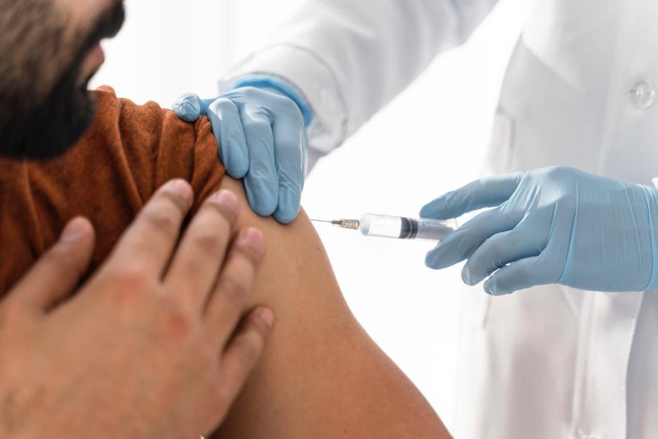 La aplicación de la vacuna contra la influenza no solo podría reducir el aumento de los casos de esta patología, sino también evitar más complicaciones que se pueden sumar a las relacionadas con el coronavirus. Foto: archivo particular