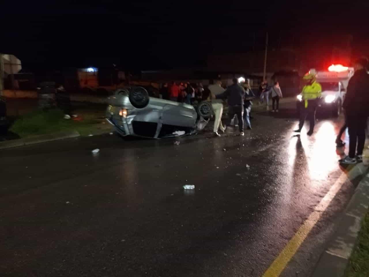 Un carro cayó al río y otro se estrelló contra un taxi, esta madrugada en Sogamoso 2