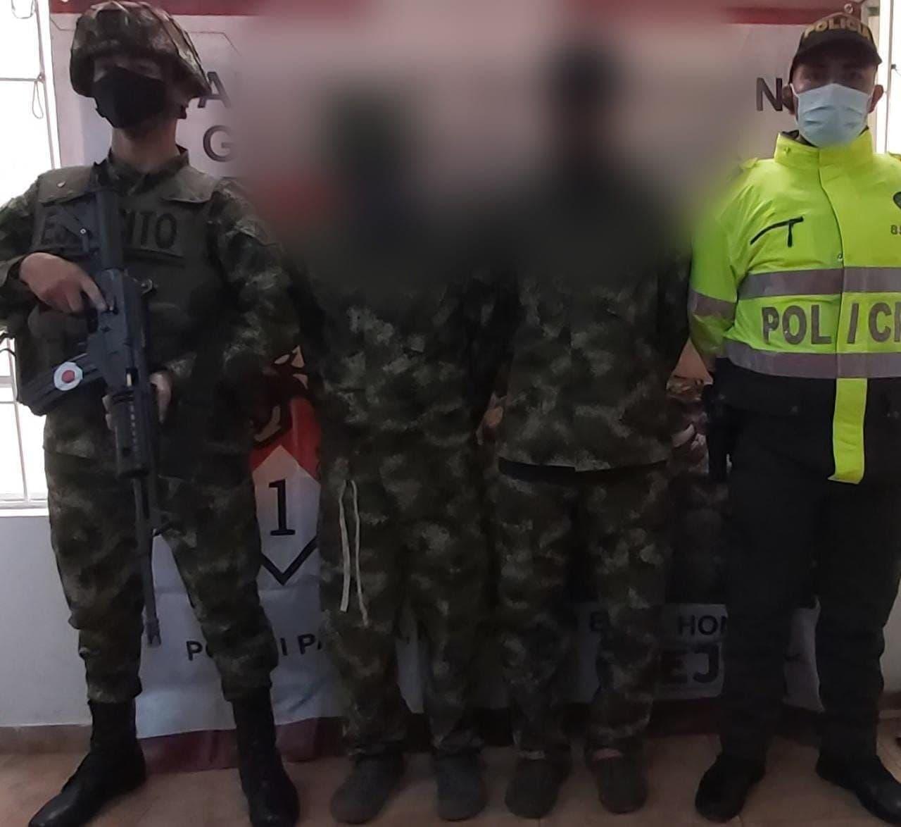 Dos impostores que se paseaban por Tunja vestidos de militares fueron capturados por soldados de verdad 1