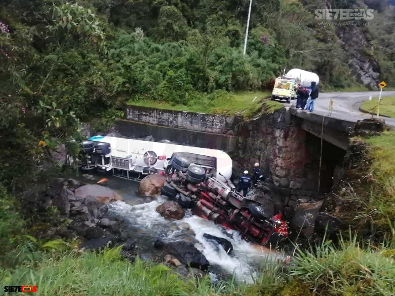 Aparatoso accidente en la vía del Cusiana dejó lesionado al conductor de una tractomula 4