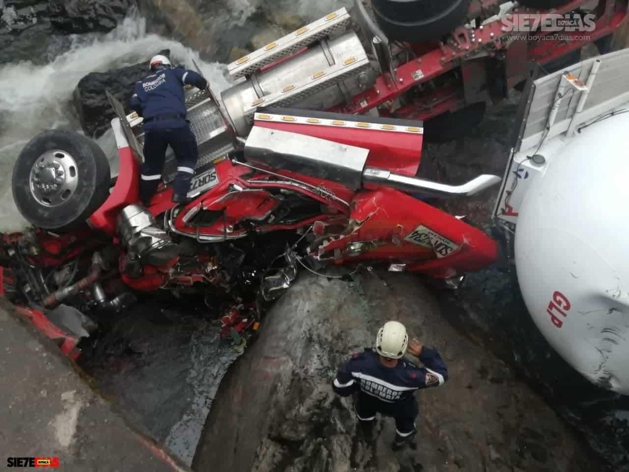 Aparatoso accidente en la vía del Cusiana dejó lesionado al conductor de una tractomula 5