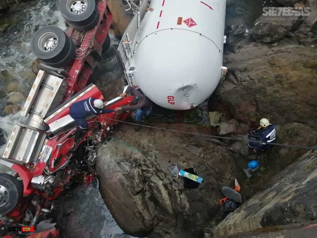 Aparatoso accidente en la vía del Cusiana dejó lesionado al conductor de una tractomula 1