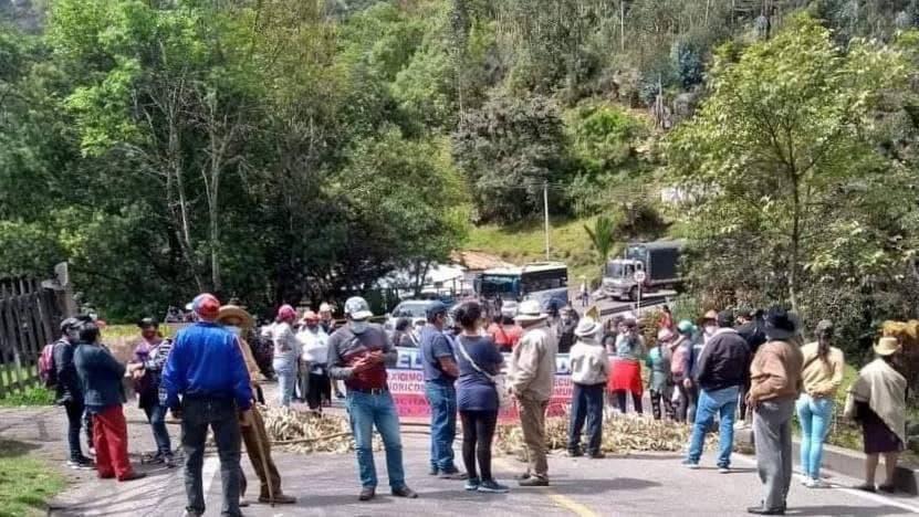 Bloquean la vía Paz de Río - Socha, en el sector del Tirque, por protesta contra la minería 1