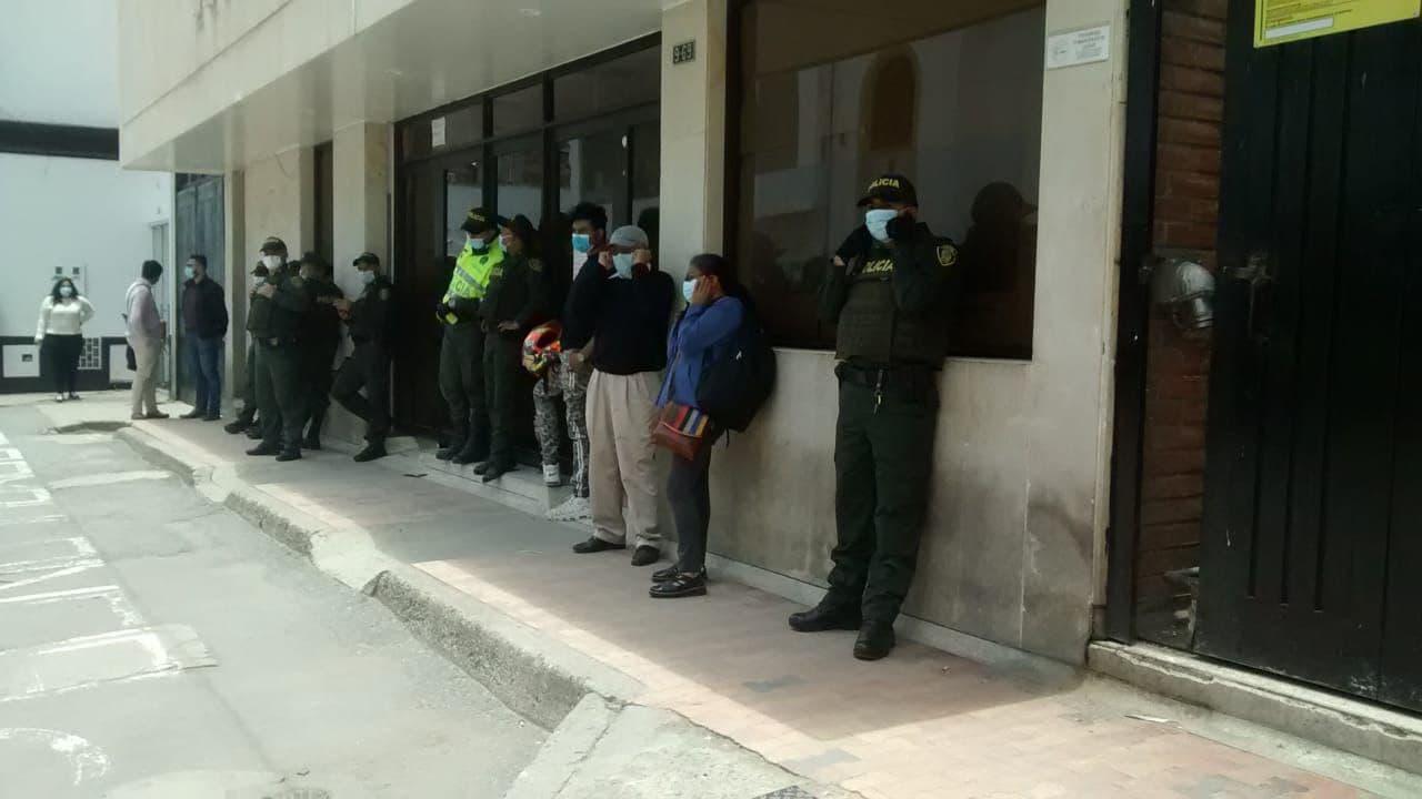 Denuncian que no dejan entrar a pacientes ni a socios de IPS Boyacá a Clínica Julio Sandoval Medina 1